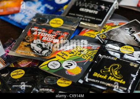 """Sélection des """"euphorisants légaux"""" y compris Bombe Atomique, Vitesse Rush, Labyrinthe et Black Mamba"""