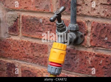 Robinet extérieur ou robinet avec fixation flexible, UK Banque D'Images