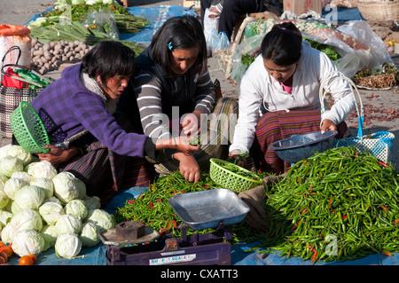 Marché alimentaire hebdomadaire du dimanche. Paro, Bhoutan, Asie Banque D'Images