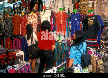 Le peuple chinois, Shoppers, shopping, Stanley Market, ville de Stanley, Stanley, Stanley Bay, Hong Kong, Chine, Banque D'Images
