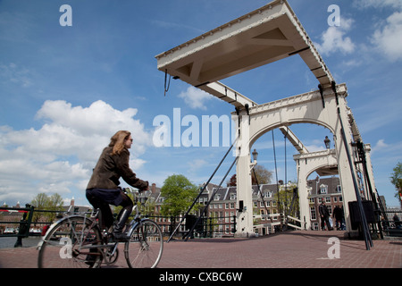 Magere Brug (pont Maigre), Amsterdam, Pays-Bas, Europe