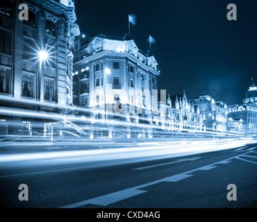 Des sentiers de lumière sur le bund shanghai Banque D'Images