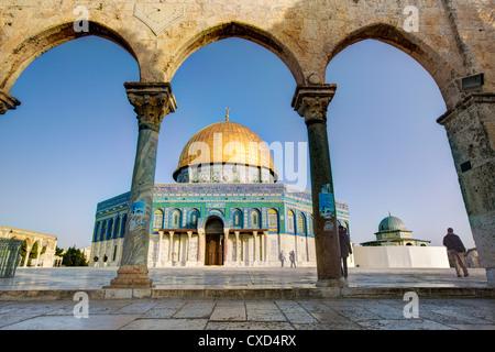 Dôme du Rocher, sur le mont du Temple, Vieille Ville, site du patrimoine mondial de l'UNESCO, Jérusalem, Israël, Moyen Orient Banque D'Images