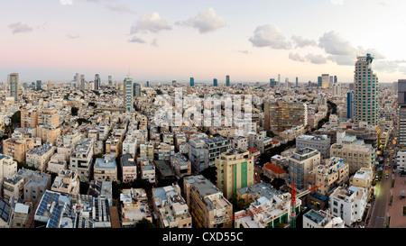 Une vue sur la ville vers le centre commercial et d'affaires, Tel Aviv, Israël, Moyen Orient Banque D'Images