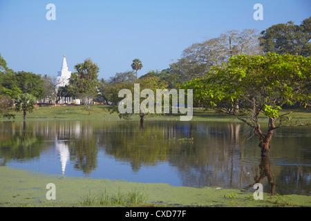 Thuparama Dagoba, Anuradhapura, UNESCO World Heritage Site, North Central Province, Sri Lanka, Asie Banque D'Images