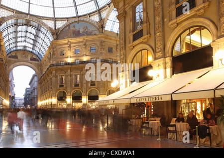 Restaurant, Galerie Vittorio Emanuele, Milan, Lombardie, Italie, Europe Banque D'Images