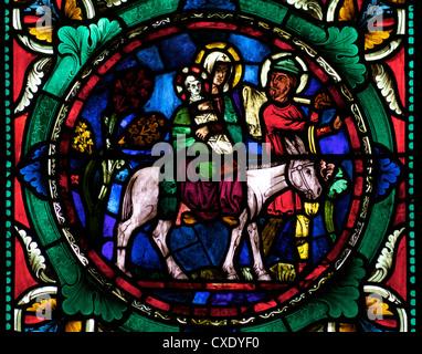 Vitrail médiéval représentant Marie et Joseph, l'enfant Jésus sur un âne, La Cathédrale de Canterbury, Canterbury, Banque D'Images