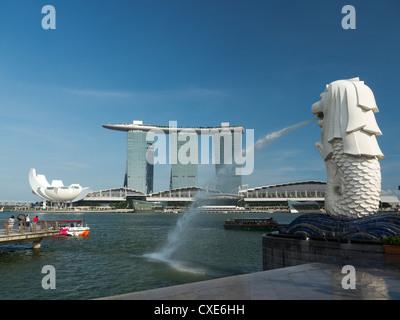 Marina Bay Sands Hotel vu de Merlion Park, à Singapour, en Asie Banque D'Images