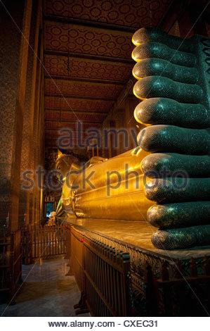 Golden Buddha couché dans le temple de Wat Pho (Wat Phra Chetuphon), Bangkok, Thaïlande, Asie du Sud-Est, Asie Banque D'Images