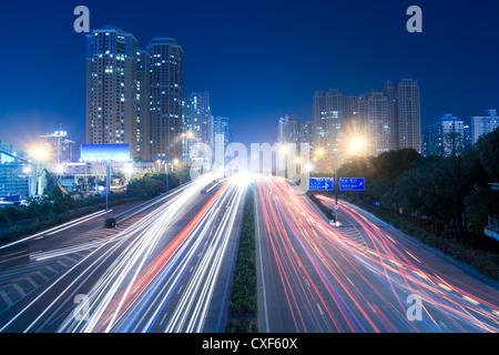 Transports urbains à nuit Banque D'Images