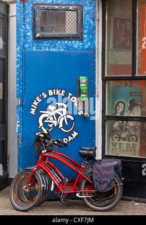 Magasin de location de vélos - Amsterdam, Pays-Bas, Europe Banque D'Images