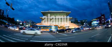 Le trafic dans le centre de Séoul, Séoul, Corée. Banque D'Images