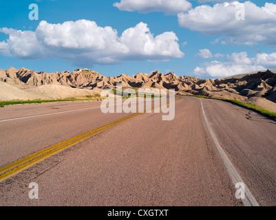 Route à travers des Badlands National Park (Dakota du Sud) Banque D'Images