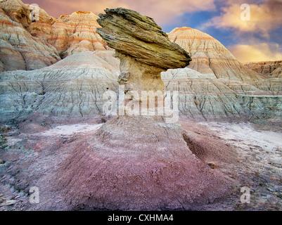 Rock d'équilibrage. Badlands National Park. Le Dakota du Sud Banque D'Images