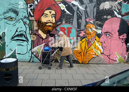 Hackney Road street art et la femme est de Londres Banque D'Images