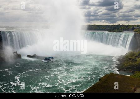 Maid of the Mist bateau au Horseshoe Falls Niagara ontario canada Banque D'Images