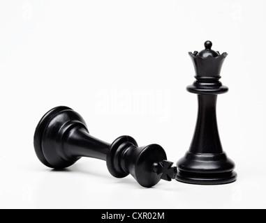 Pièce d'échecs reine et roi, roi tombé