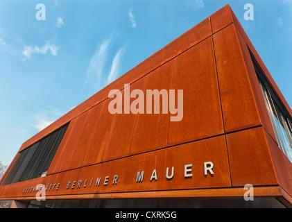 Centre d'accueil pour le mur Mémorial sur le coin de rue Gartenstrasse et Bernauer Strasse, Mitte, Banque D'Images
