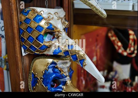 Masques vénitiens colorés, Venise, Italie. Banque D'Images