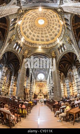Vue de l'intérieur, la Cathédrale de Sienne, Cattedrale di Santa Maria Assunta, église principale de la ville de Sienne, Toscane, Italie, Europe