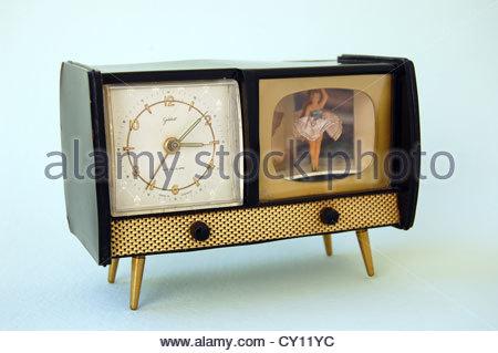 Closeup portrait ancien vintage 1950 German fait liquider horloge analogique avec ballerine danse virevoltante boîtier Banque D'Images