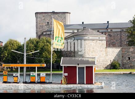 Pompes à carburant pour les bateaux. Vaxholm, Stockholm. La Suède. Banque D'Images