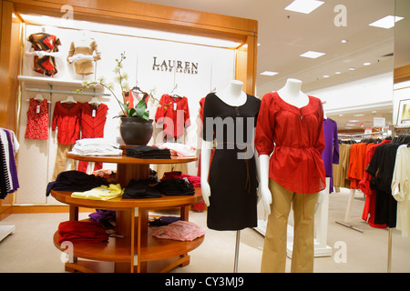 ... Women s clothing designer Lauren R  Rhode Island Providence Providence  Place Mall shopping du grand magasin Macy s de l étalage pour a676416df59
