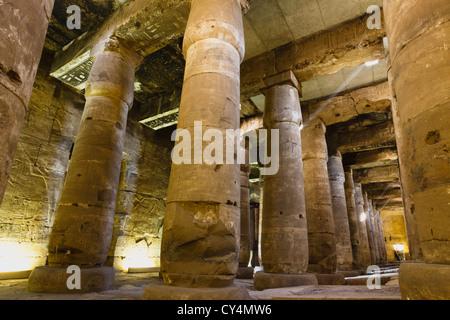 L'intérieur du temple de Seti I à Abydos, Egypte, Al-Balyana Banque D'Images