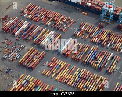Des conteneurs sur les quais du port de Liverpool, Liverpool, Merseyside, North West England, UK Banque D'Images