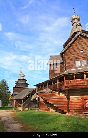 Vieillissement de la chapelle orthodoxe dans le village Banque D'Images