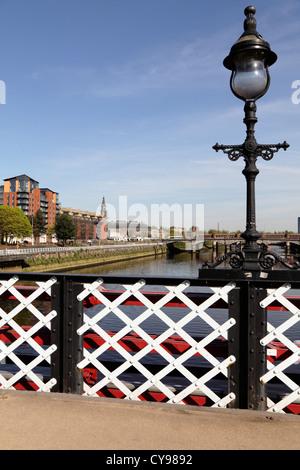 À l'Est le long de la rivière Clyde de South Portland Street Pont Pied de Clyde Street, le centre-ville de Glasgow, Banque D'Images