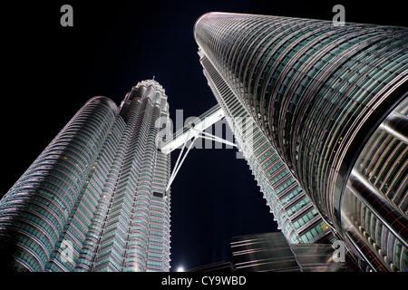Petronas tower par nuit Banque D'Images