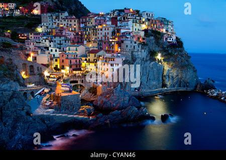 Vue de la nuit de Manarola (Cinque Terre, Italie)