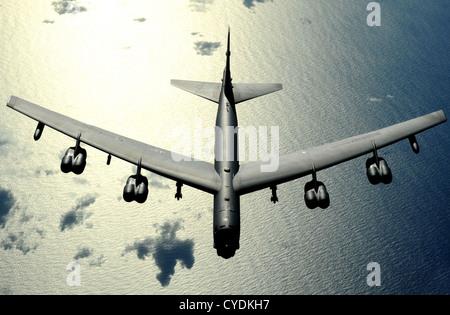 L'US Air Force B-52 Stratofortress en vol le 13 novembre 2008 sur Guam.
