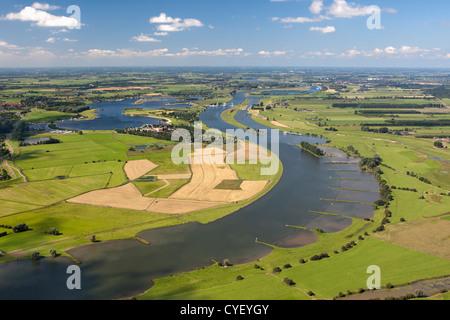 Les Pays-Bas, Maurik, Rhin. Vue aérienne. Banque D'Images