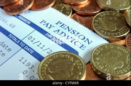 Régime de retraite de l'entreprise PAYER AVIS DE PASSAGE AVEC L'ARGENT DE LA PENSION DE RETRAITE DES REVENUS DE Banque D'Images