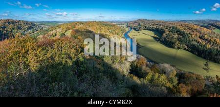Vue sur rivière Wye de Symonds Yat Rock vue à l'automne. ENGLAND UK