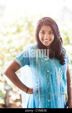 Femme indienne en vêtements traditionnels Banque D'Images