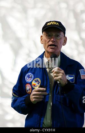 Ancien astronaute richard mike mullane parler parler de célébrité de la nasa mâle homme personne important dignitaire VIP