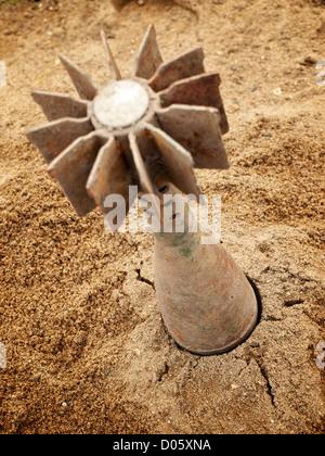 Des obus de mortier coincé dans le sol. Banque D'Images