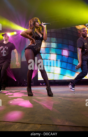 Au cours de l'exécution de Alexandra Burke Wii 'party' à Chessington World of Adventures London England Banque D'Images