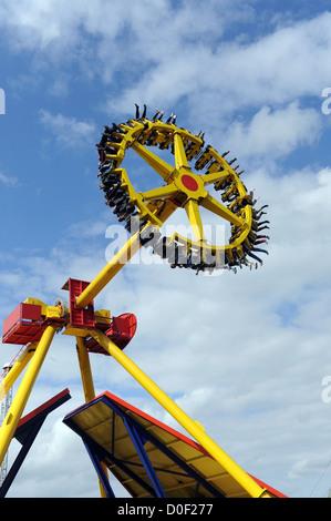 dfa1508e76d74c ... Flip flop ride au Flamingo Land Resort près de Pickering dans Yorkshire  du Nord uk Banque