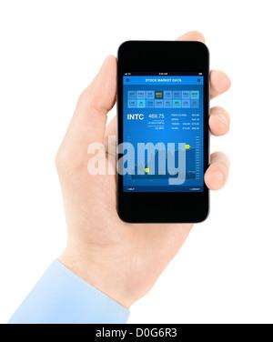 Hand holding mobile smartphone avec données à l'interface d'application. Isolé sur blanc.