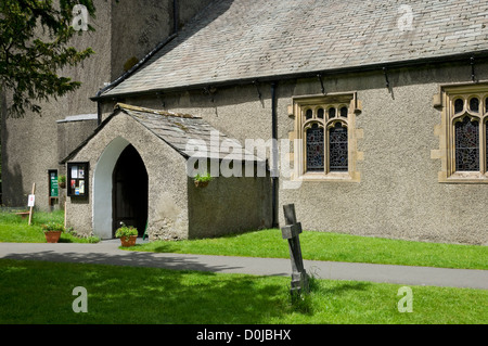 Entrée de l'église St Oswald où William et Mary Wordsworth a pierres tombales sont d'être trouvés. Banque D'Images