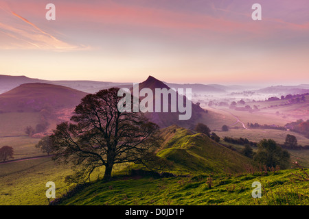 Vue depuis la colline de chrome dans le Peak District au lever du soleil. Banque D'Images