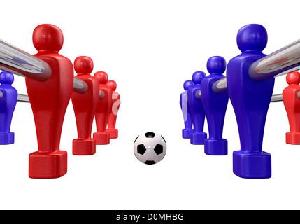 Les joueurs de baby-foot d'une équipe rouge et bleu en compétition pour un ballon de soccer sur un fond isolé Banque D'Images