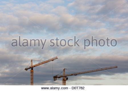 2 architecture bleu ciel bleu collier construire bâtiment entreprise nuage nuages nuageux construire copie Espace Banque D'Images