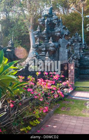 Temple balinais traditionnel - bat de Goa Lawah temple, Bali, Indonésie Banque D'Images