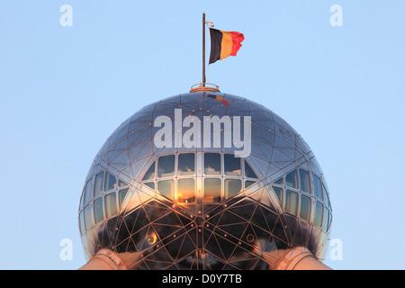 Restaurant avec vue panoramique au sommet de l'Atomium à Bruxelles, Belgique Banque D'Images