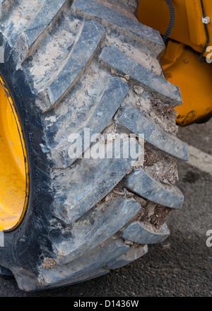 La bande de roulement des pneus à usage intensif Banque D'Images